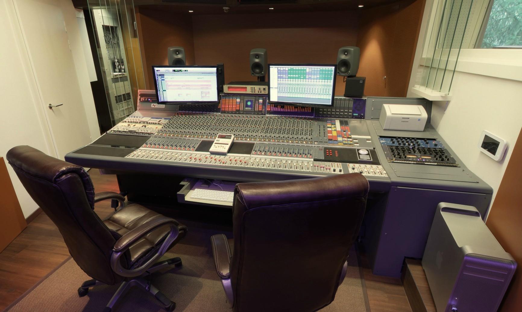 Tonstudios Tirol - Musik-produktion Österreich - Aktiv Sound Records - Neve Konsole V66 - Manley Mastering - Neumann Mikrofon Österreich - Brauner VM1 - AKG C12 - Österreich